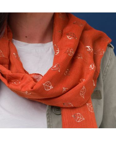 Hazel & Pip oranžový maxi šátek Foil Small Leaf 1825 zg1825c08